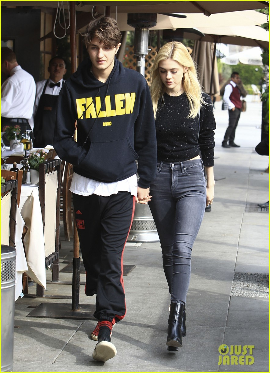 nicola peltz dating anwar hadid 093844757