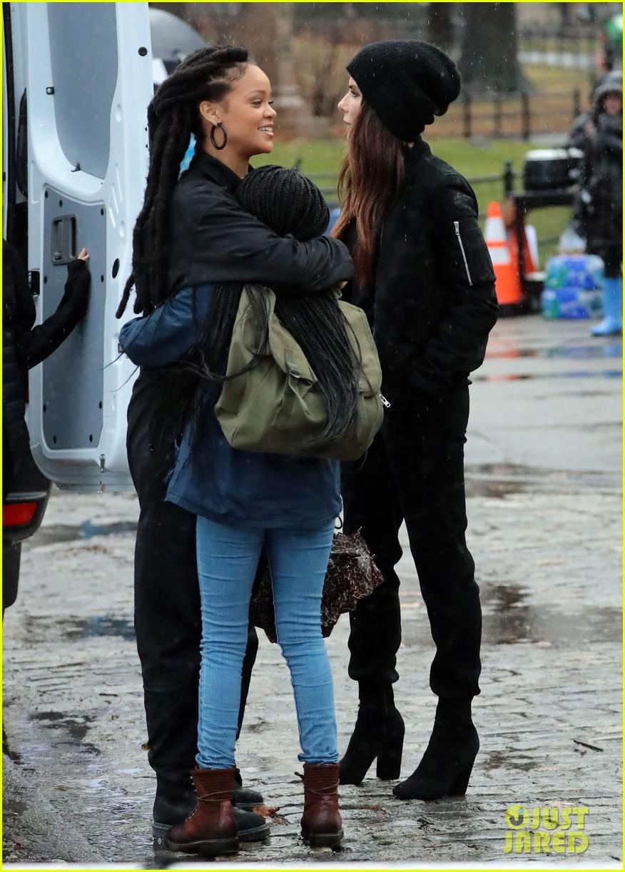 Sandra Bullock & Rihanna Look Ready for a Heist on 'Ocean ...