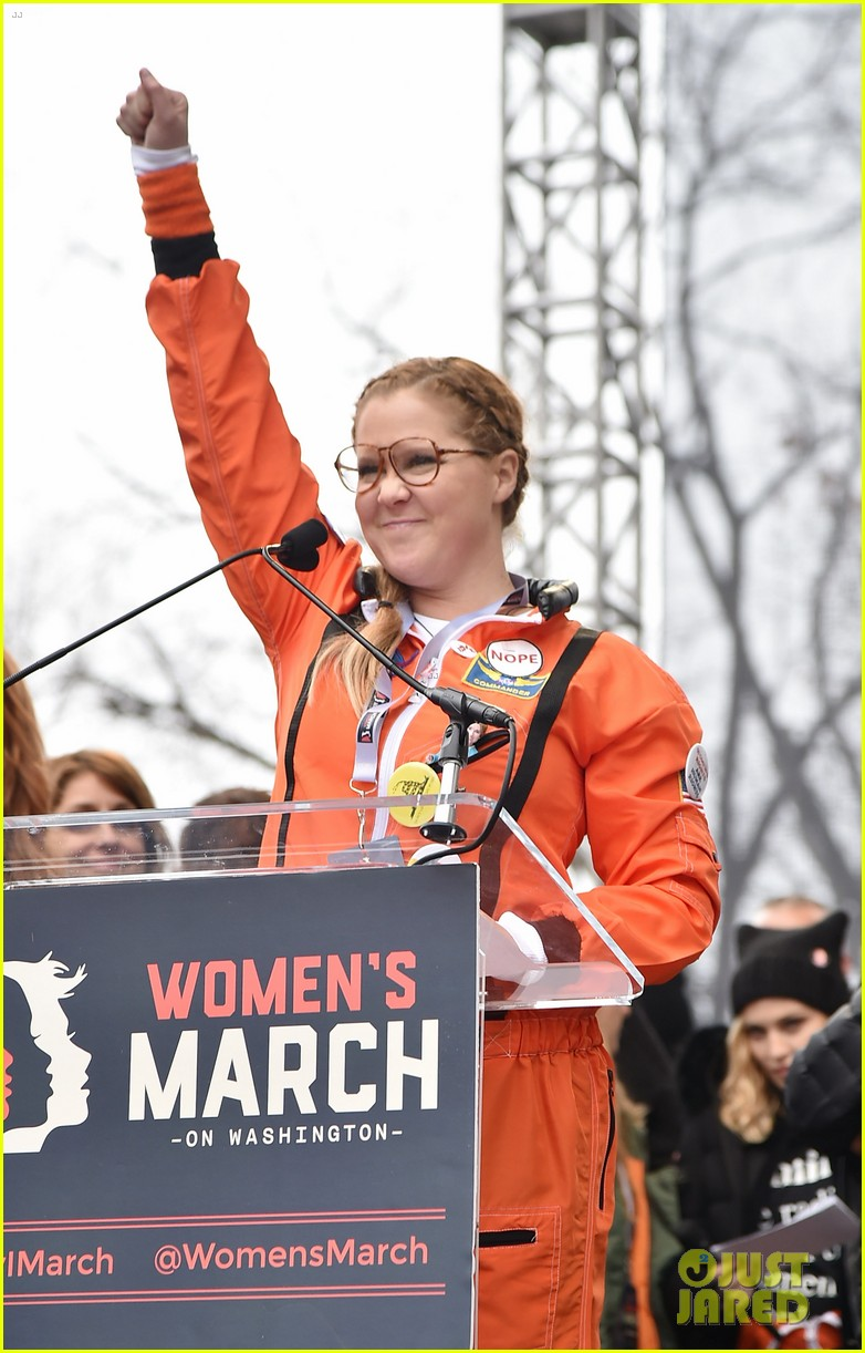 amy schumer dresses as an astronaut at womens march joins jessica chastain and more 013845789