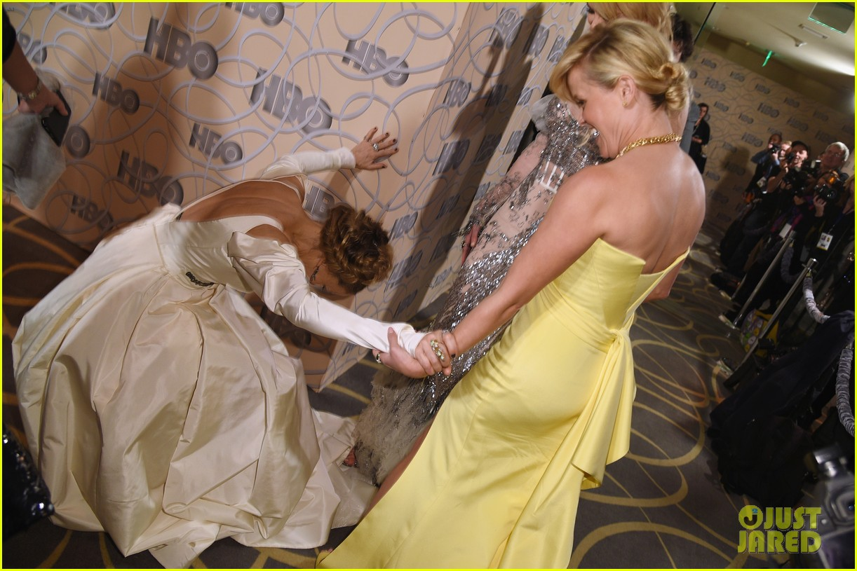 sarah jessica parker bows down to nicole kidman reese witherspoon at golden globes 2017 033839658