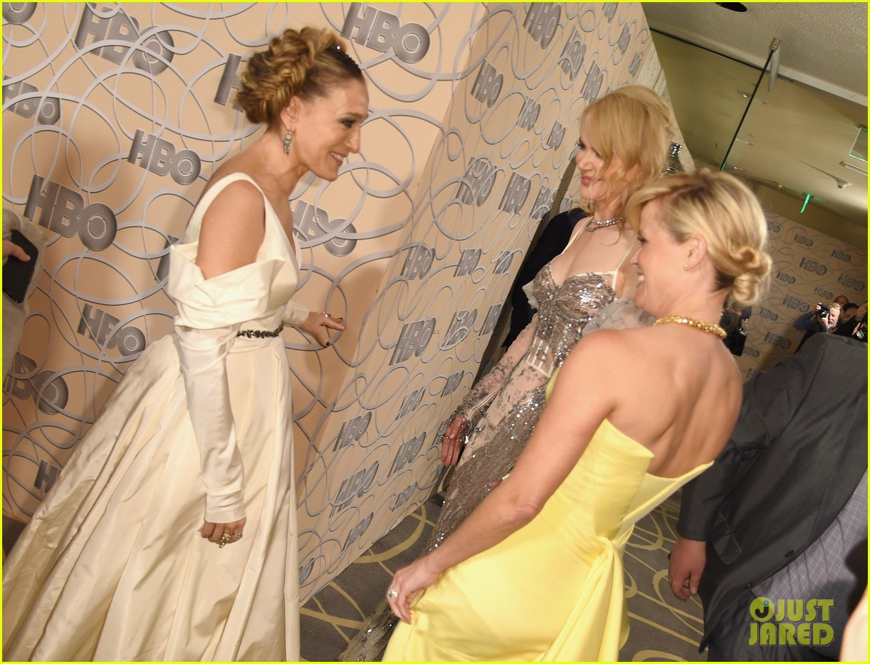 sarah jessica parker bows down to nicole kidman reese witherspoon at golden globes 2017 093839664