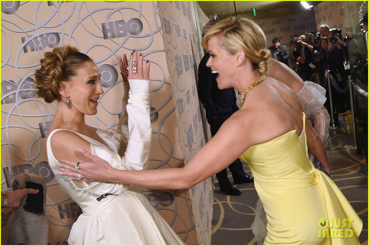 sarah jessica parker bows down to nicole kidman reese witherspoon at golden globes 2017 113839666