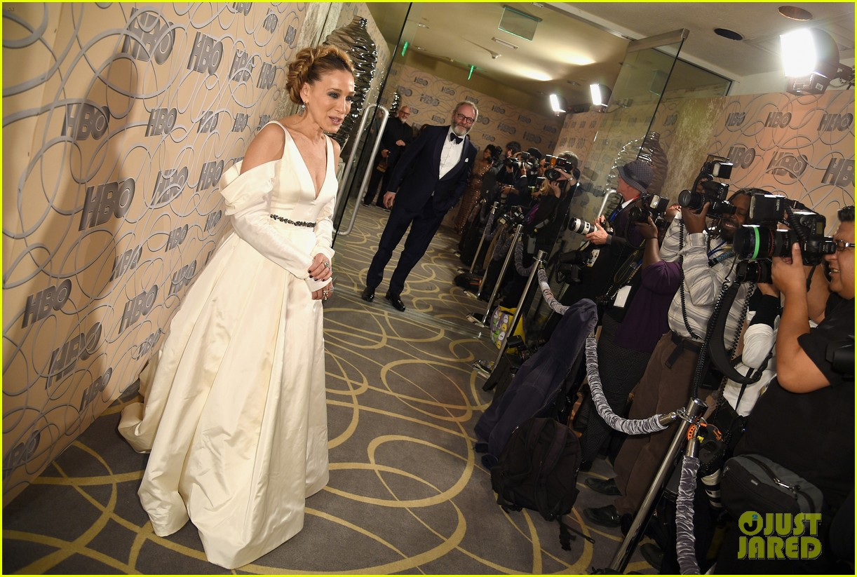 sarah jessica parker bows down to nicole kidman reese witherspoon at golden globes 2017 123839667