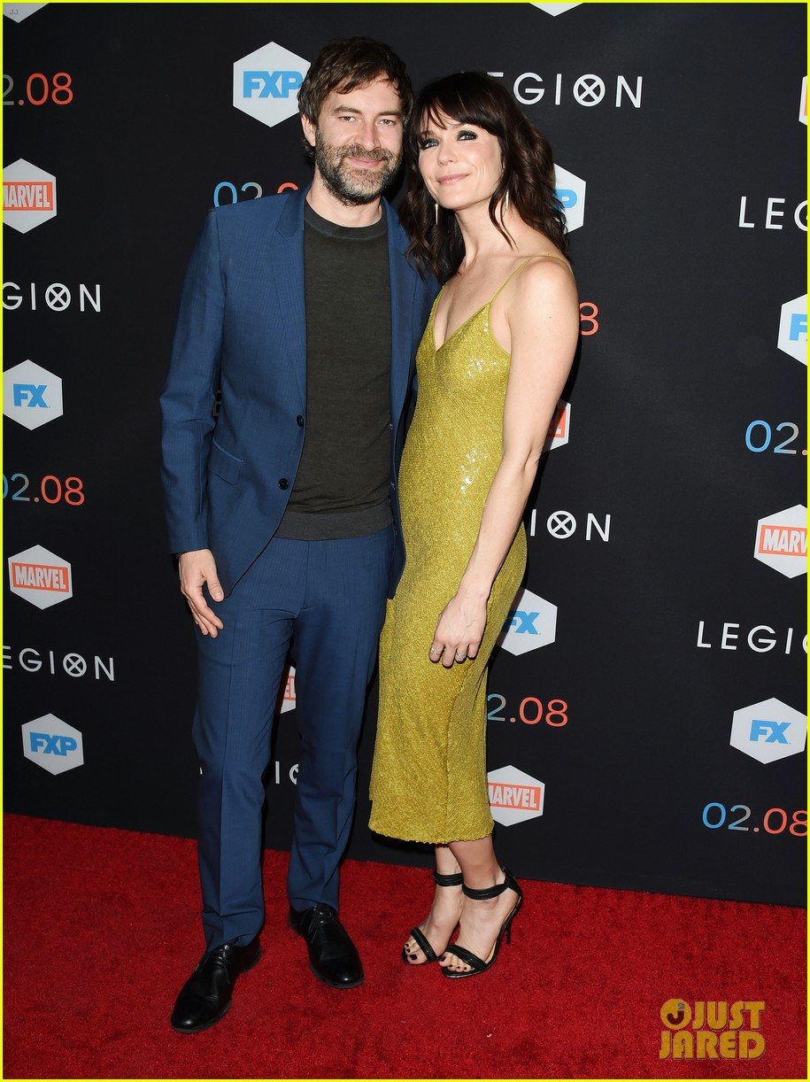 dan stevens brings wife susie hariet to legion premiere 043848507
