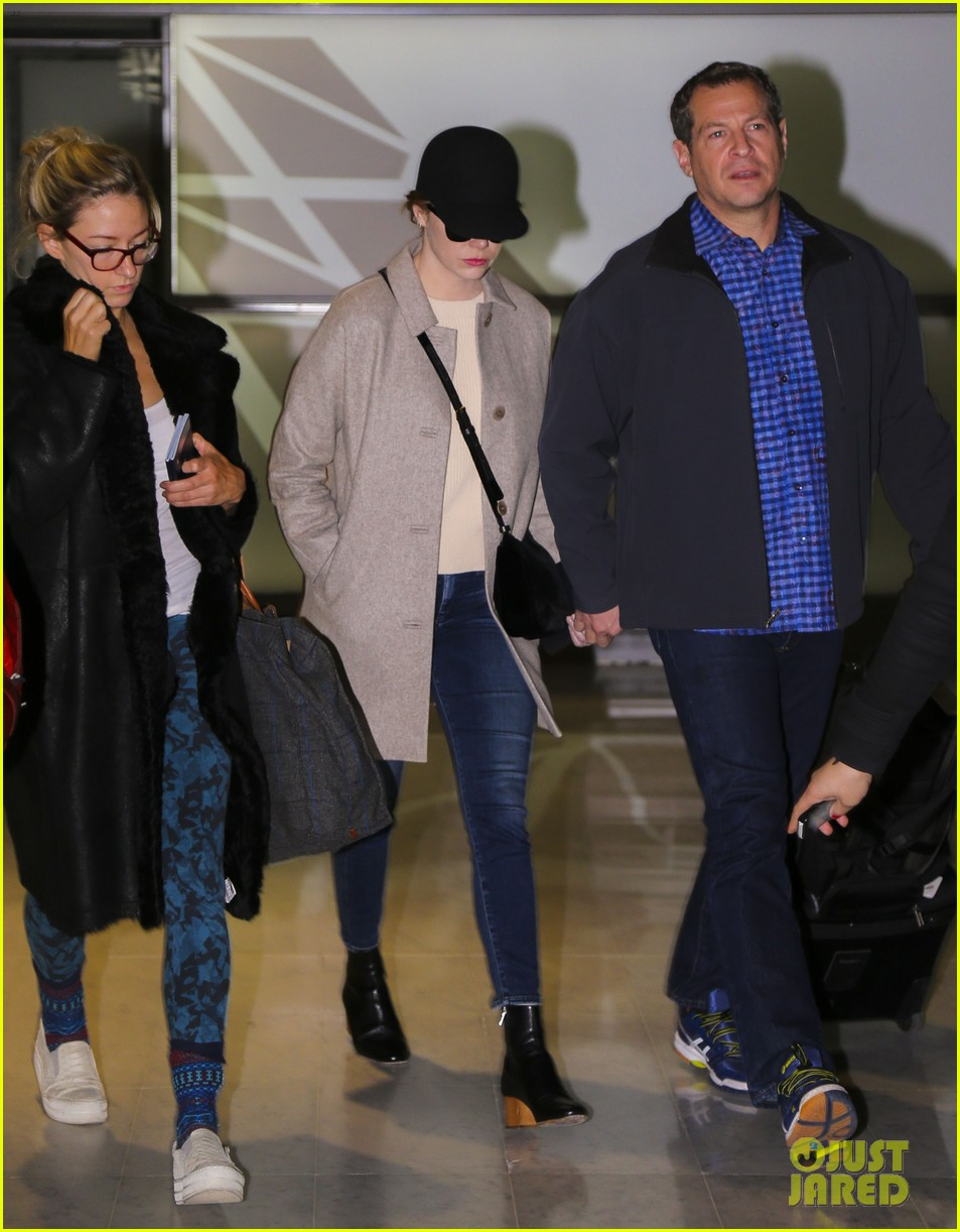 emma stone ryan gosling arrive in paris 053840504