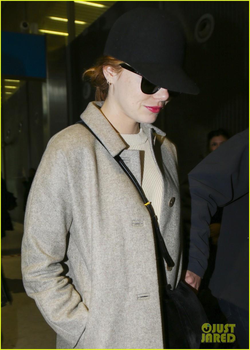 emma stone ryan gosling arrive in paris 063840505