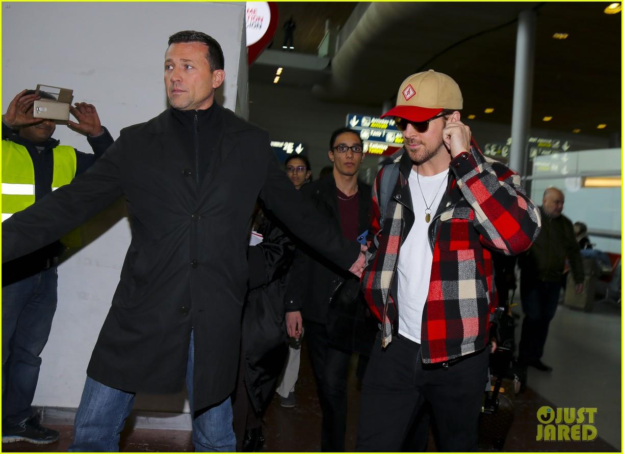 emma stone ryan gosling arrive in paris 123840511