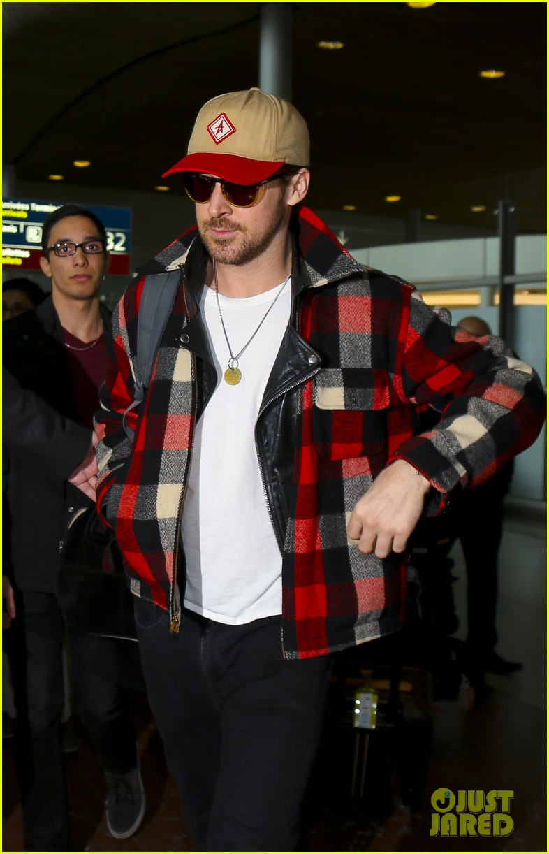 emma stone ryan gosling arrive in paris 133840512