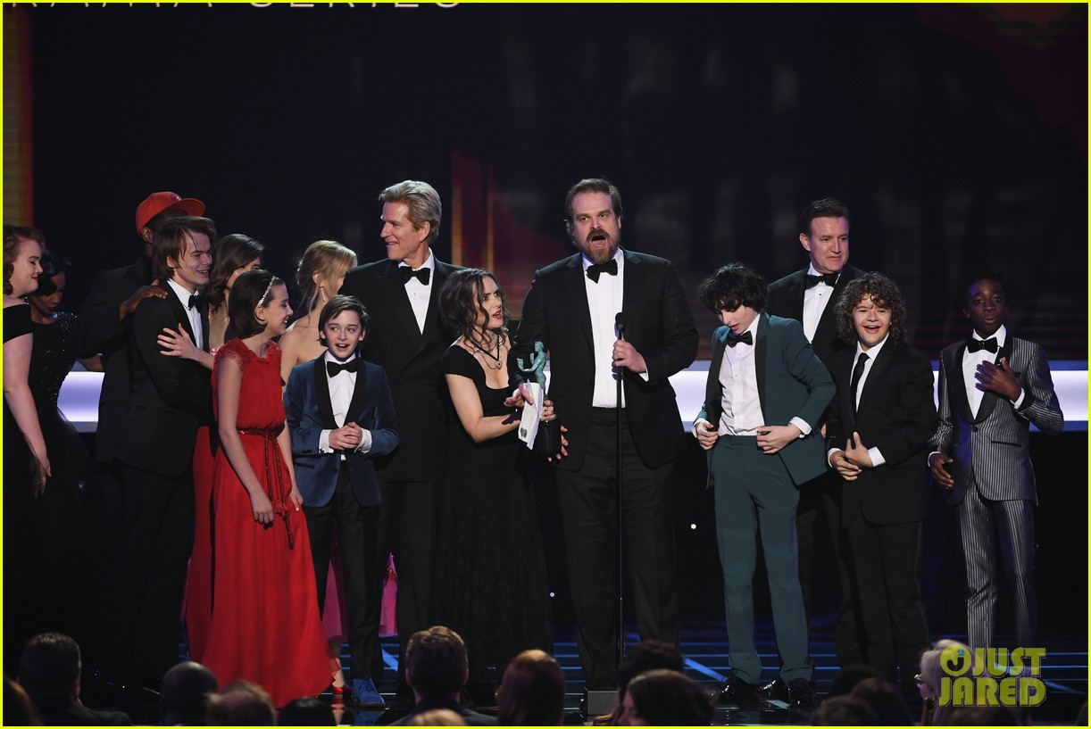 stranger things wins for best cast at sag awards 2017 033849831
