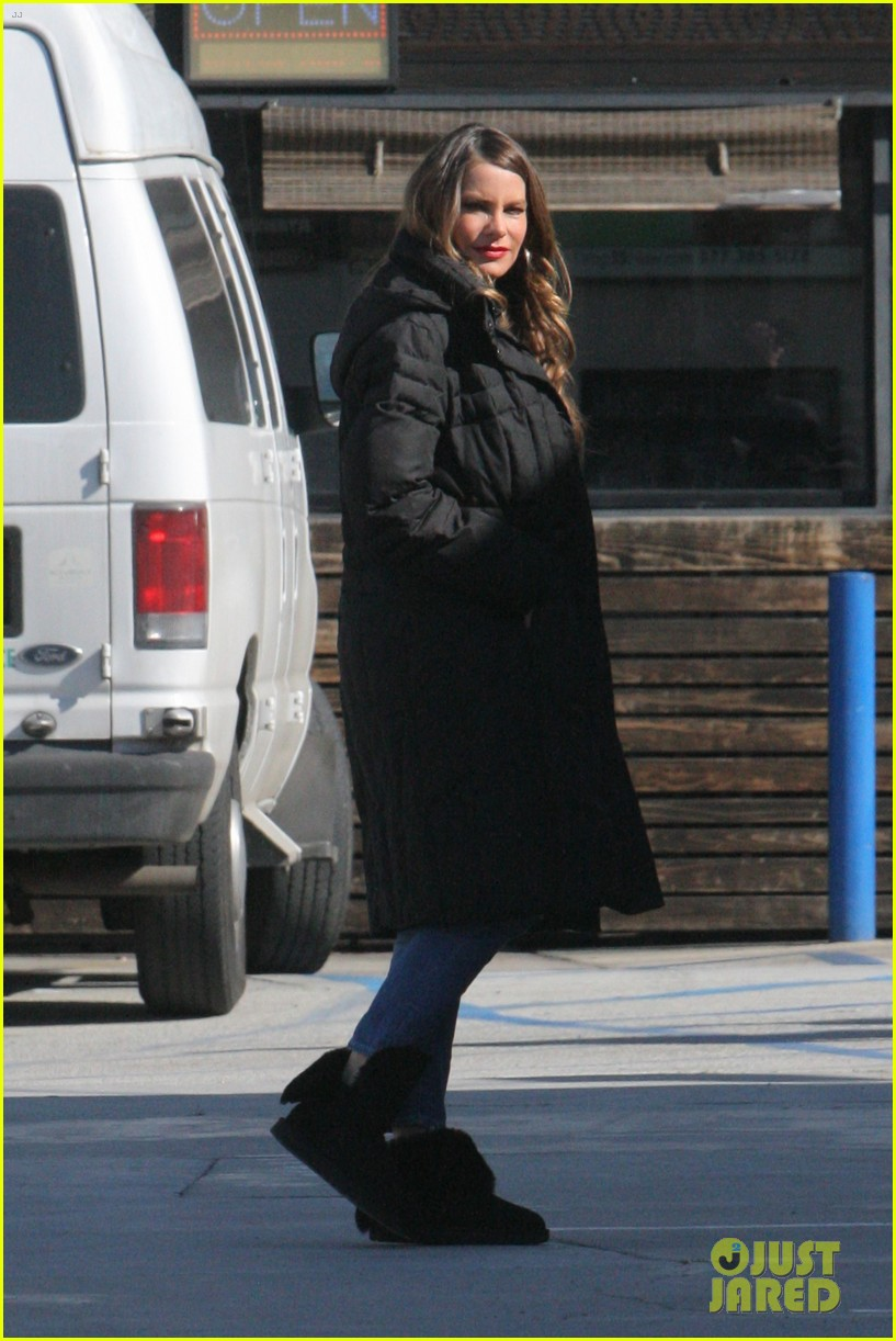 sofia vergara takes a break from filming modern family 033848452