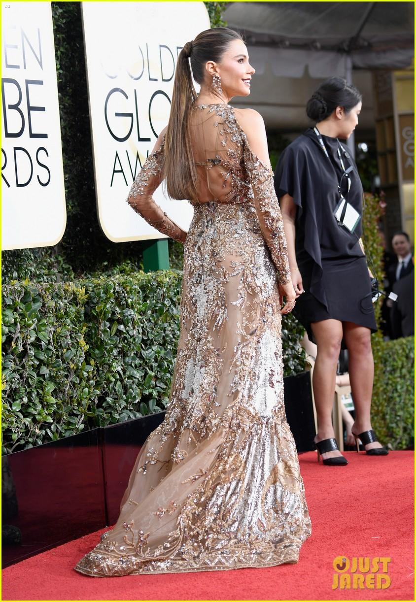 sofia vergaras red carpet dress steals the show at golden globes 043839084