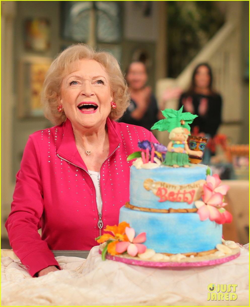 betty white turns 95 years old 043843380