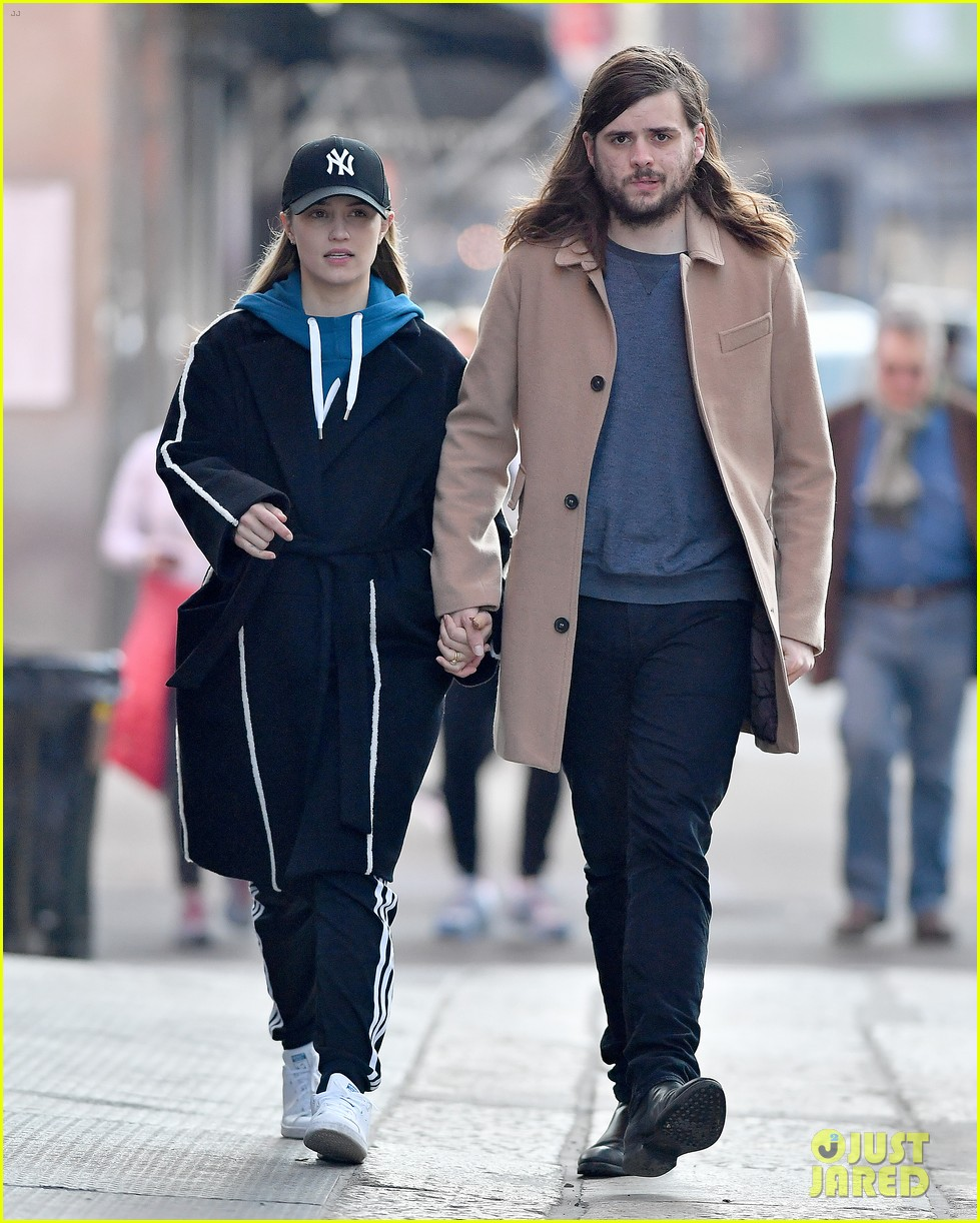 dianna agron husband winston marshall hold hands in nyc 033864722