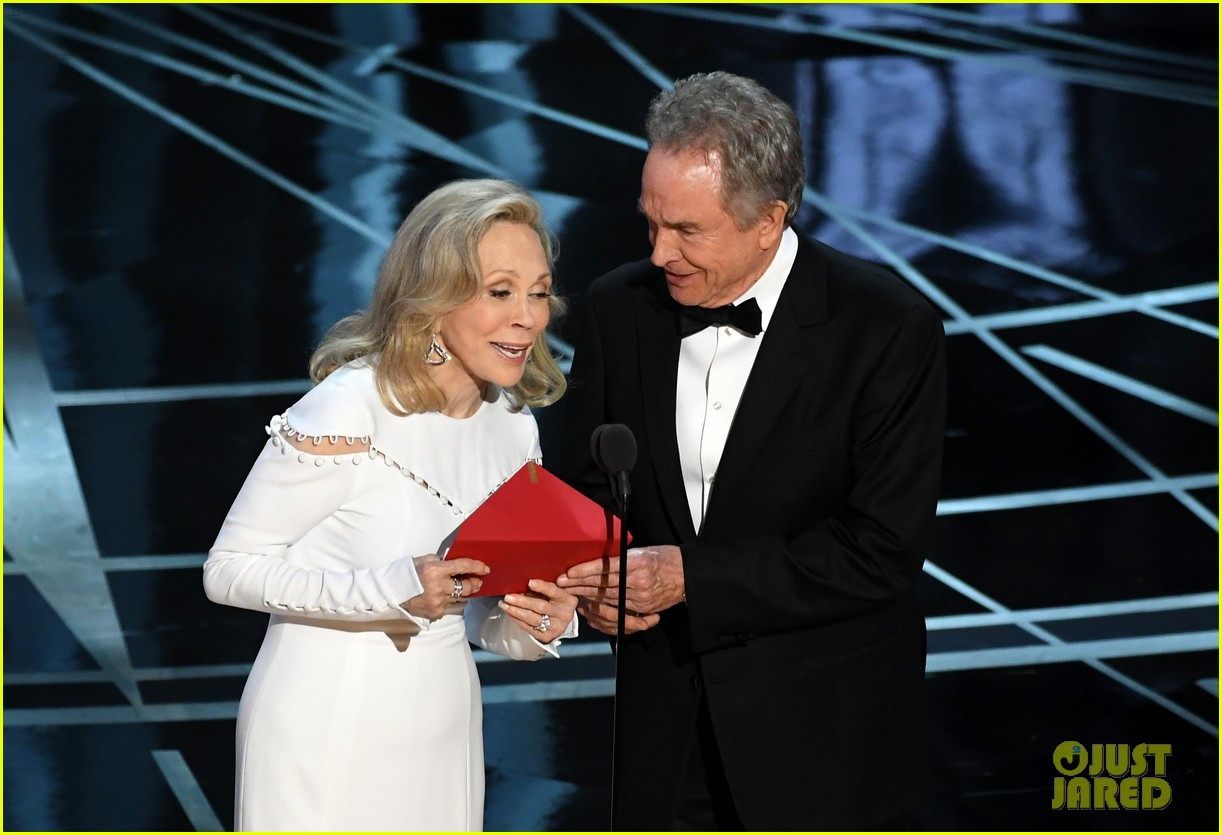 Warren Beatty Explains Shocking Oscars' Mess-Up After ...