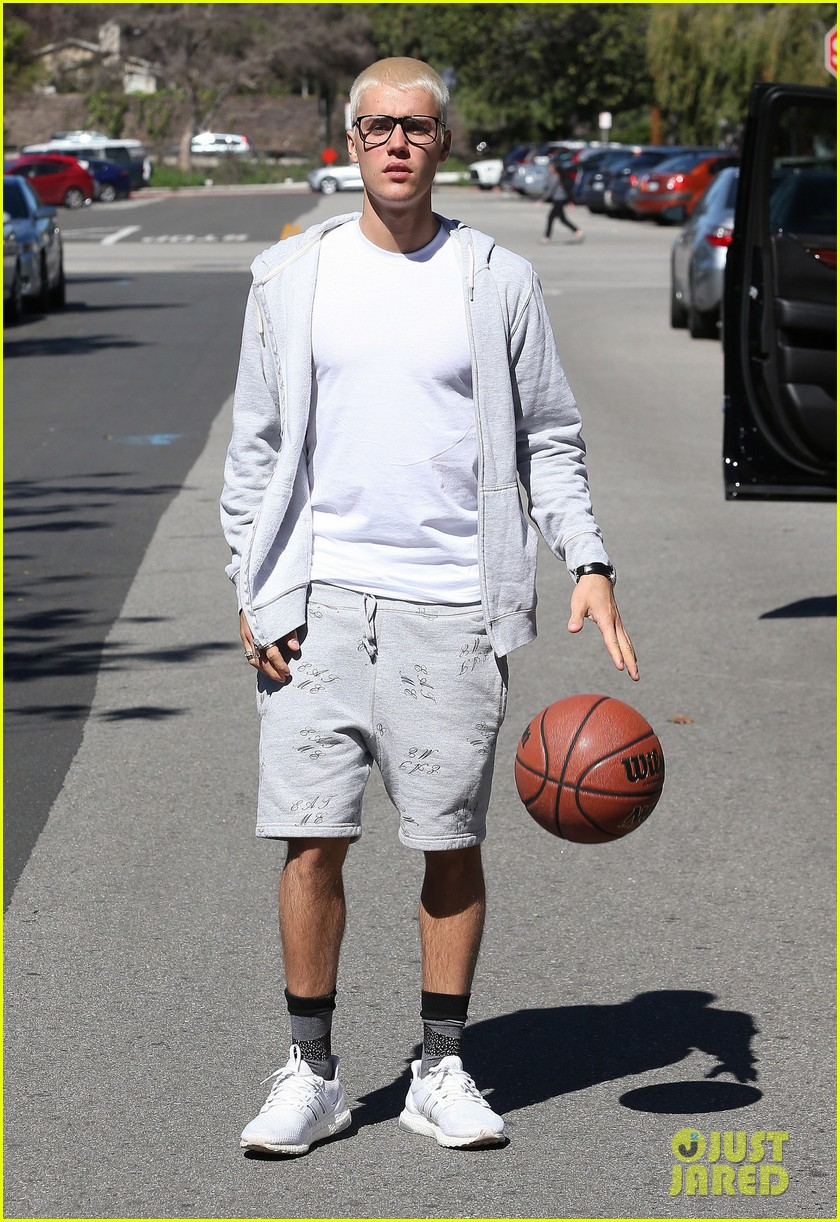 What Is Justin Biebers Shoe Size