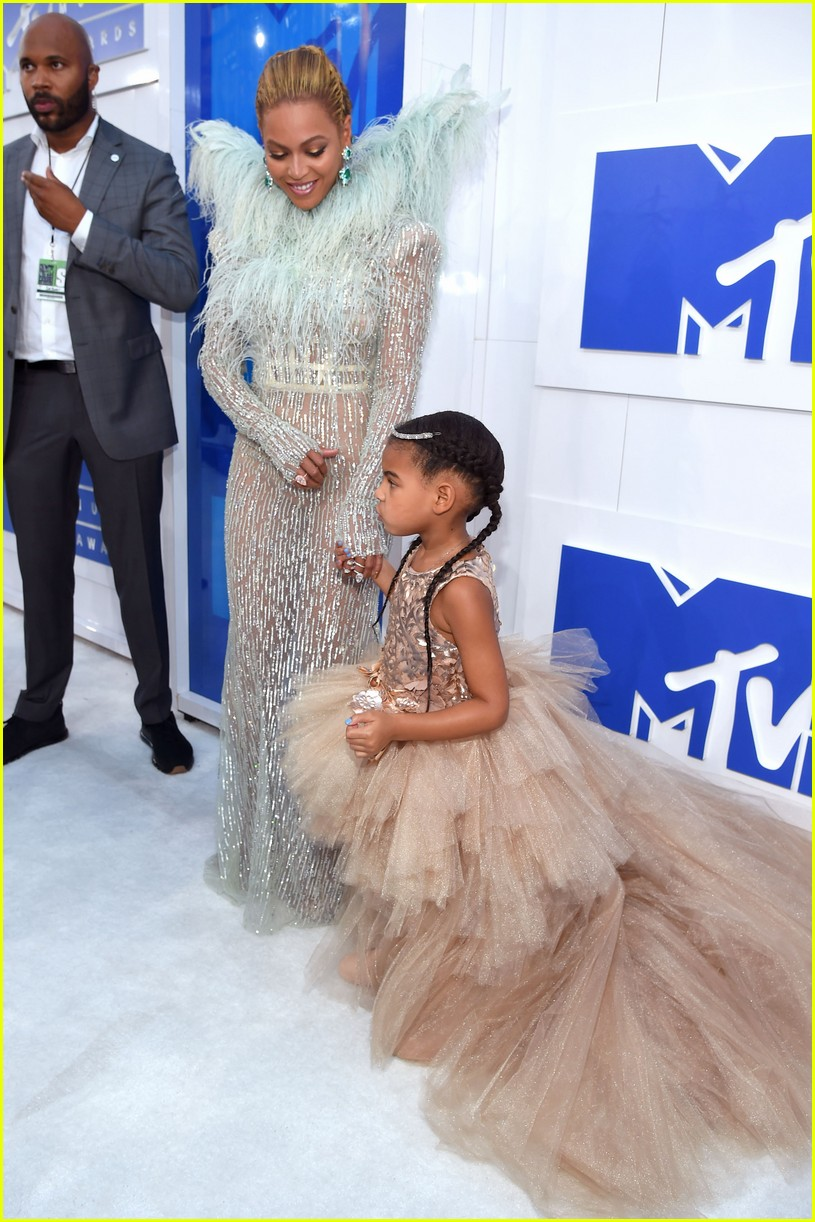 Beyonce Amp Jay Z S Daughter Blue Ivy Is So Excited To Be