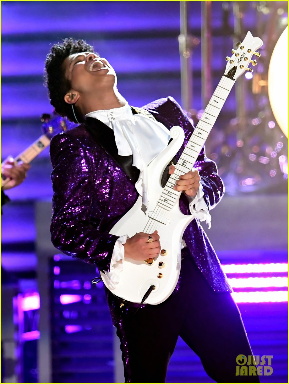 bruno mars prince tribute grammys 2017 023858649