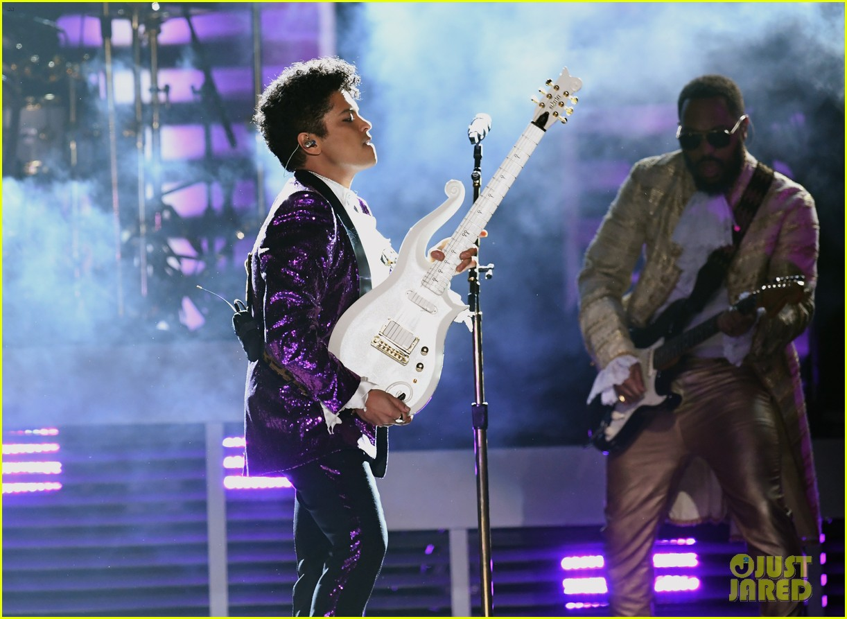 bruno mars prince tribute grammys 2017 093858656
