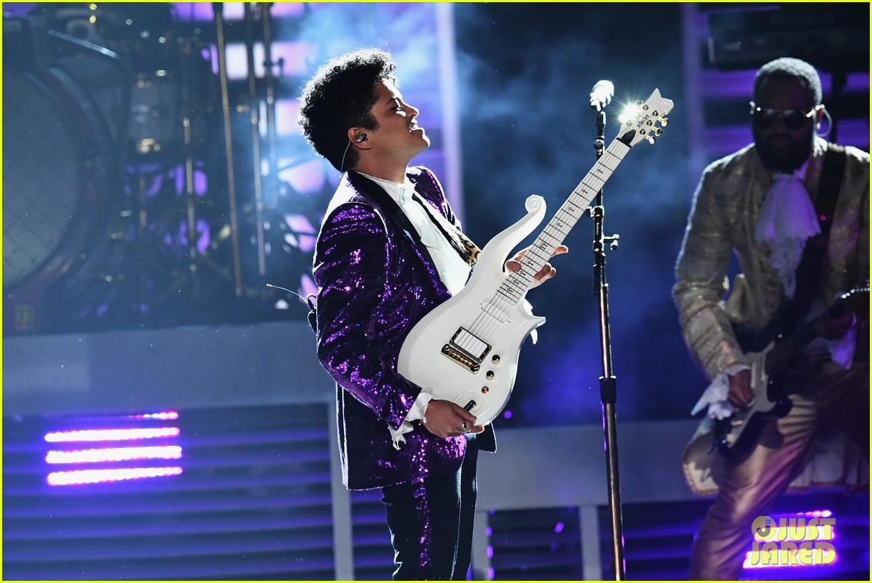 bruno mars prince tribute grammys 2017 133858660