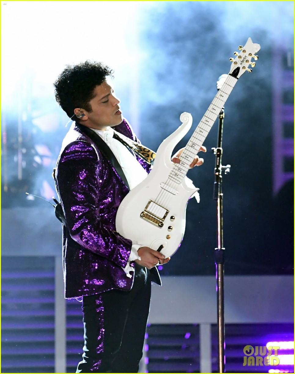 bruno mars prince tribute grammys 2017 173858664