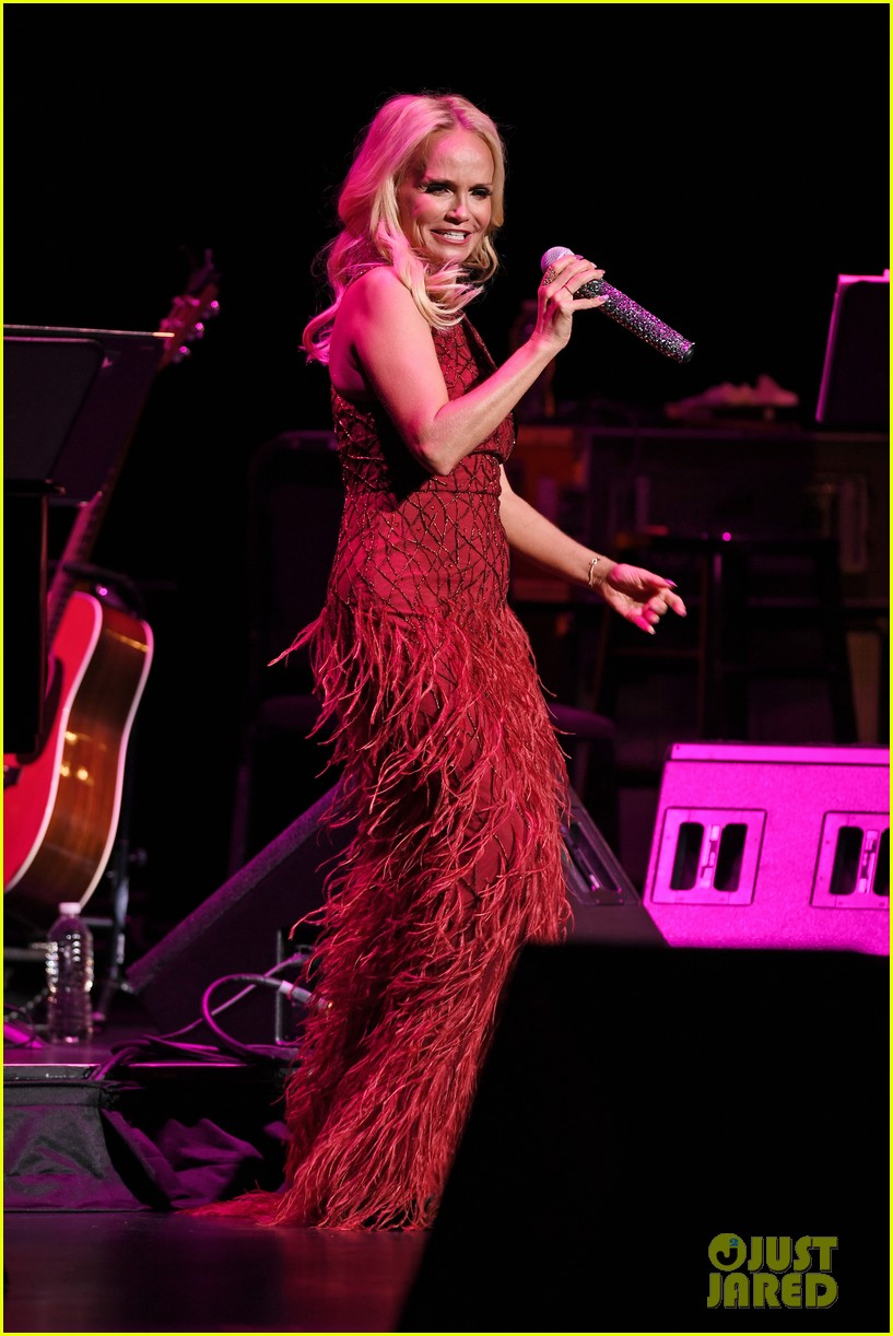 kristin chenoweth hits the stage for intimate valentines day concert 013860675