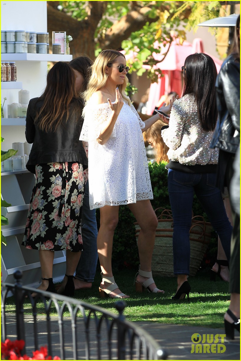 Lauren Conrad Shows Off Her Growing Baby Bump at Fashion ...