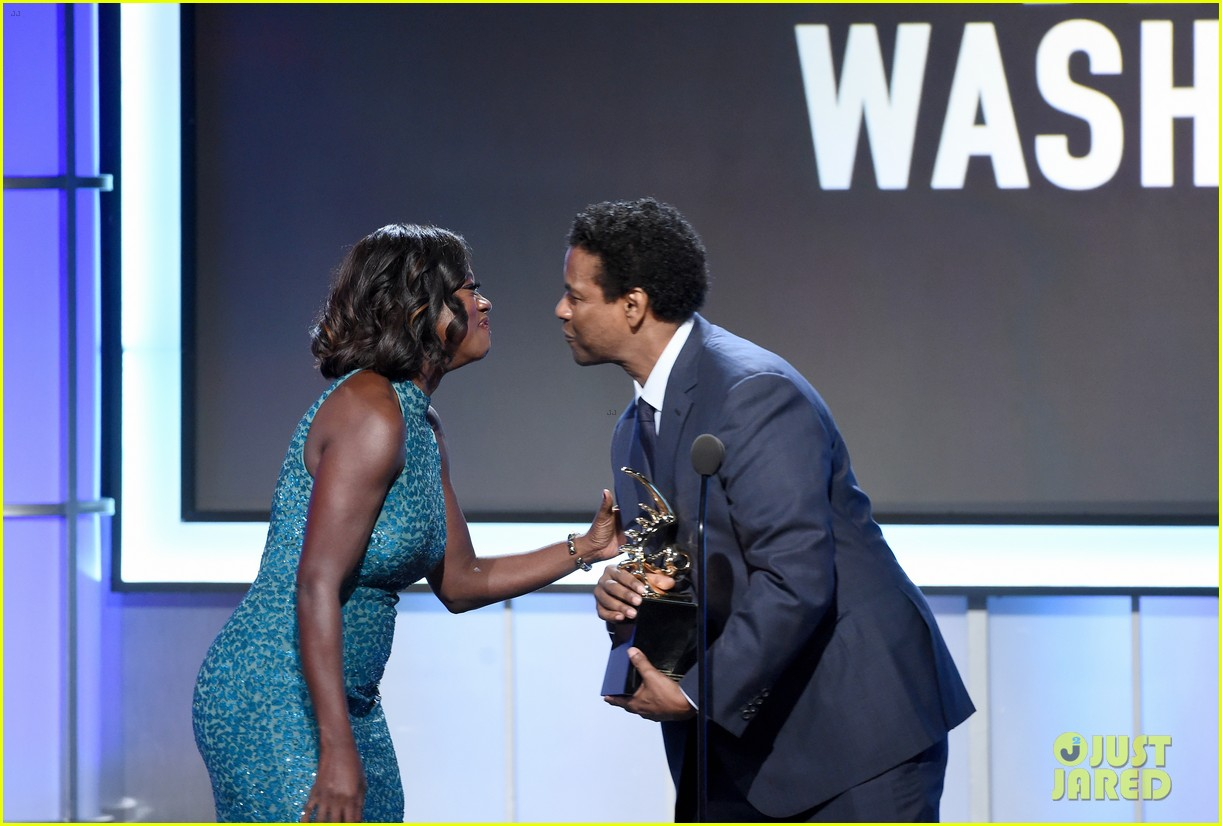 viola davis honored by denzel washington at bet black film festival honors 043862276
