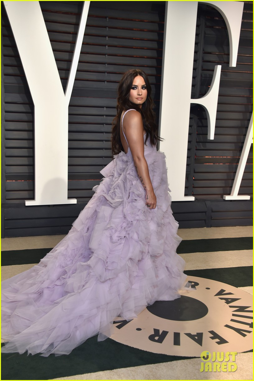 Demi Lovato Stuns in Ball Gown Made For A Queen at Vanity Fair\'s ...