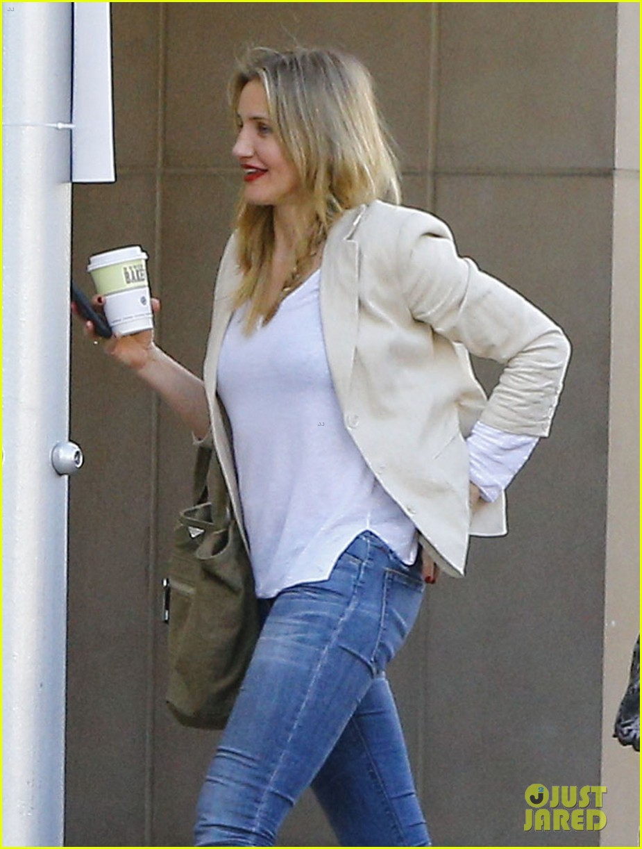 cameron diaz steps out after valentines day date 053860972