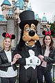 downton abbey michelle dockery laura carmichael reunite at disneyland 04