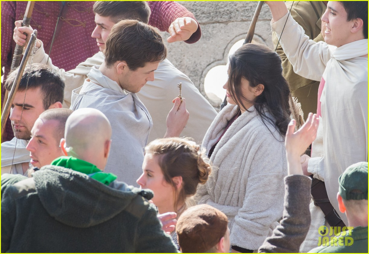 taron egerton spotted as robin hood in first set photos 043862821