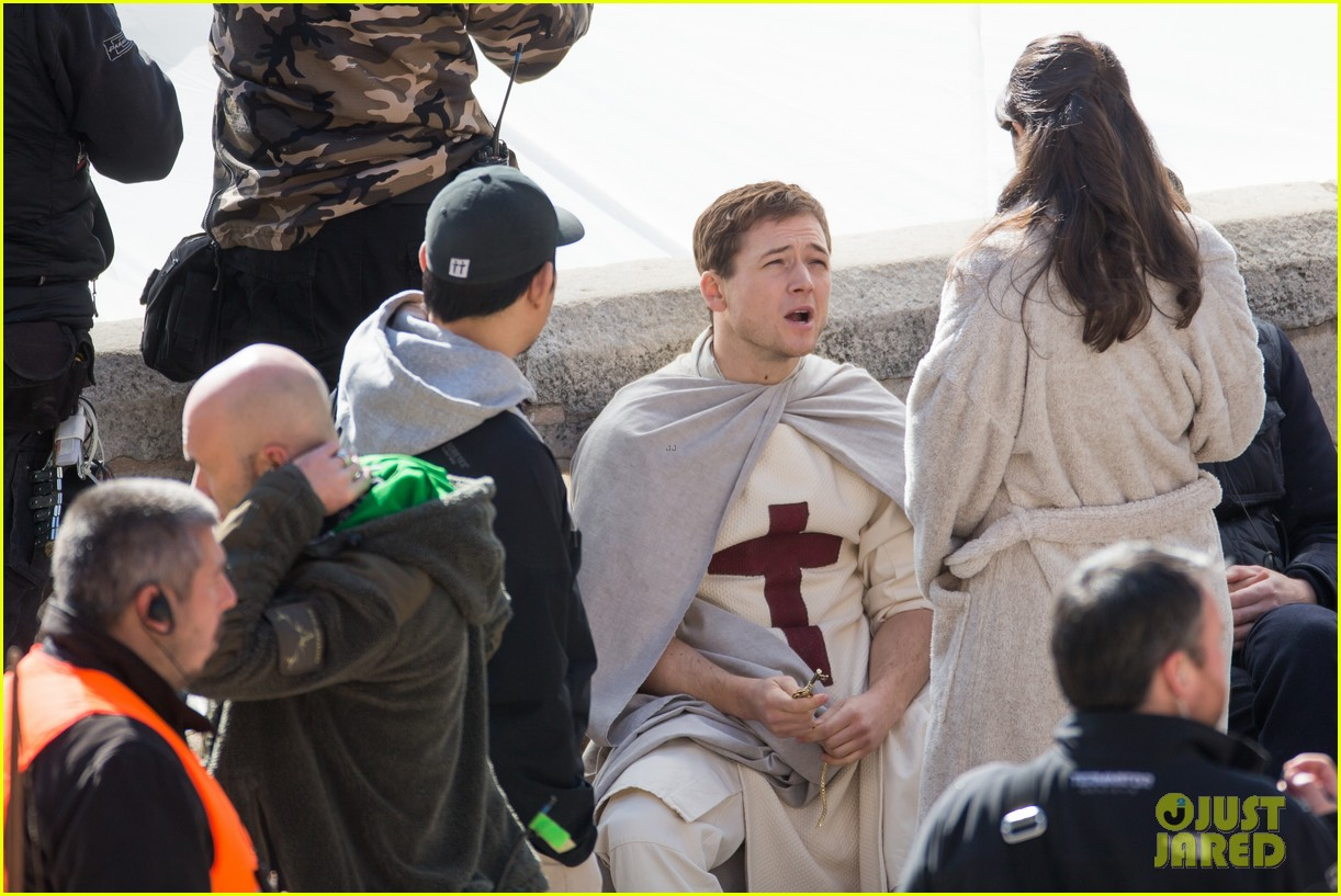 taron egerton spotted as robin hood in first set photos 283862845