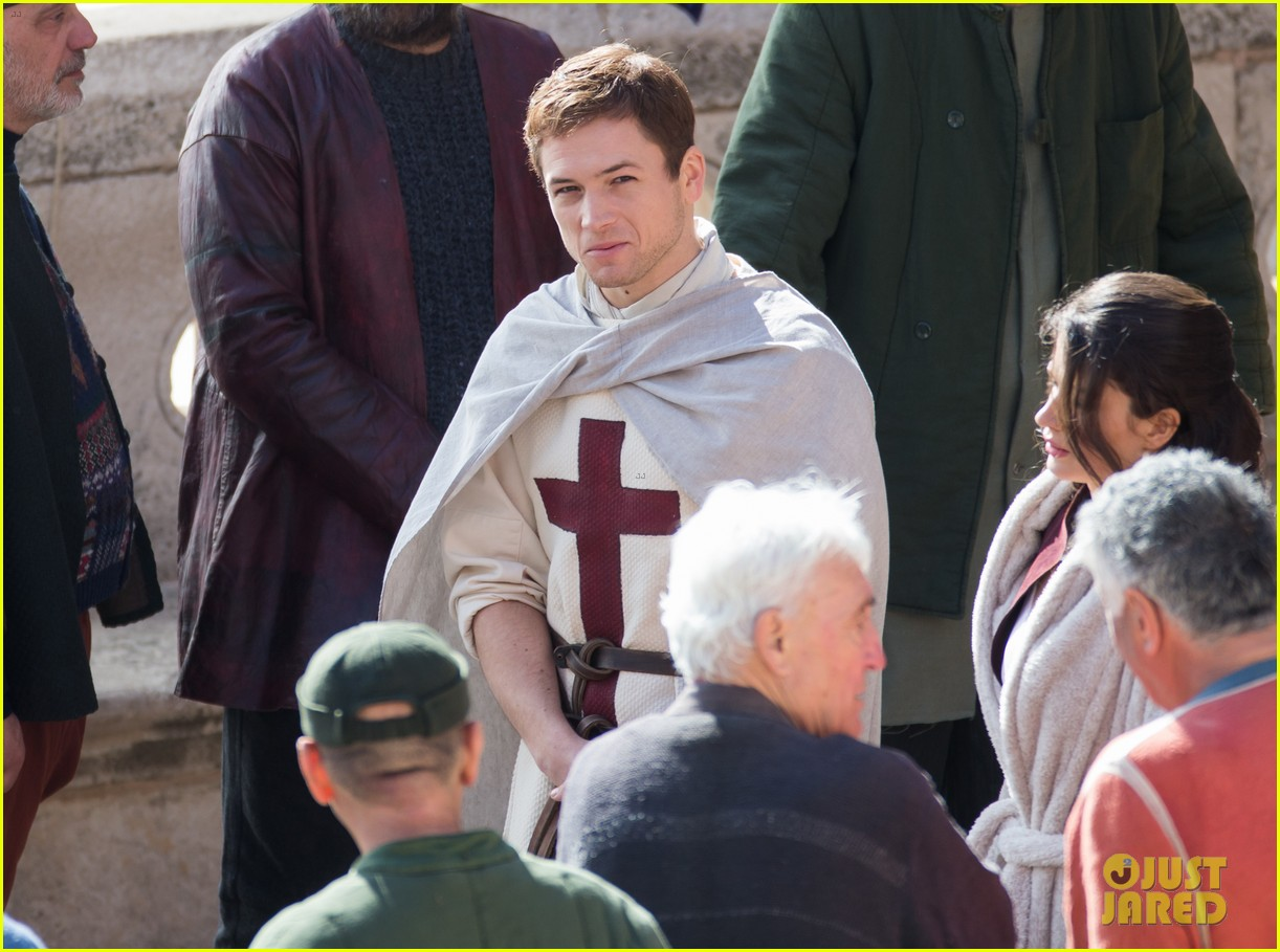 taron egerton spotted as robin hood in first set photos 353862852