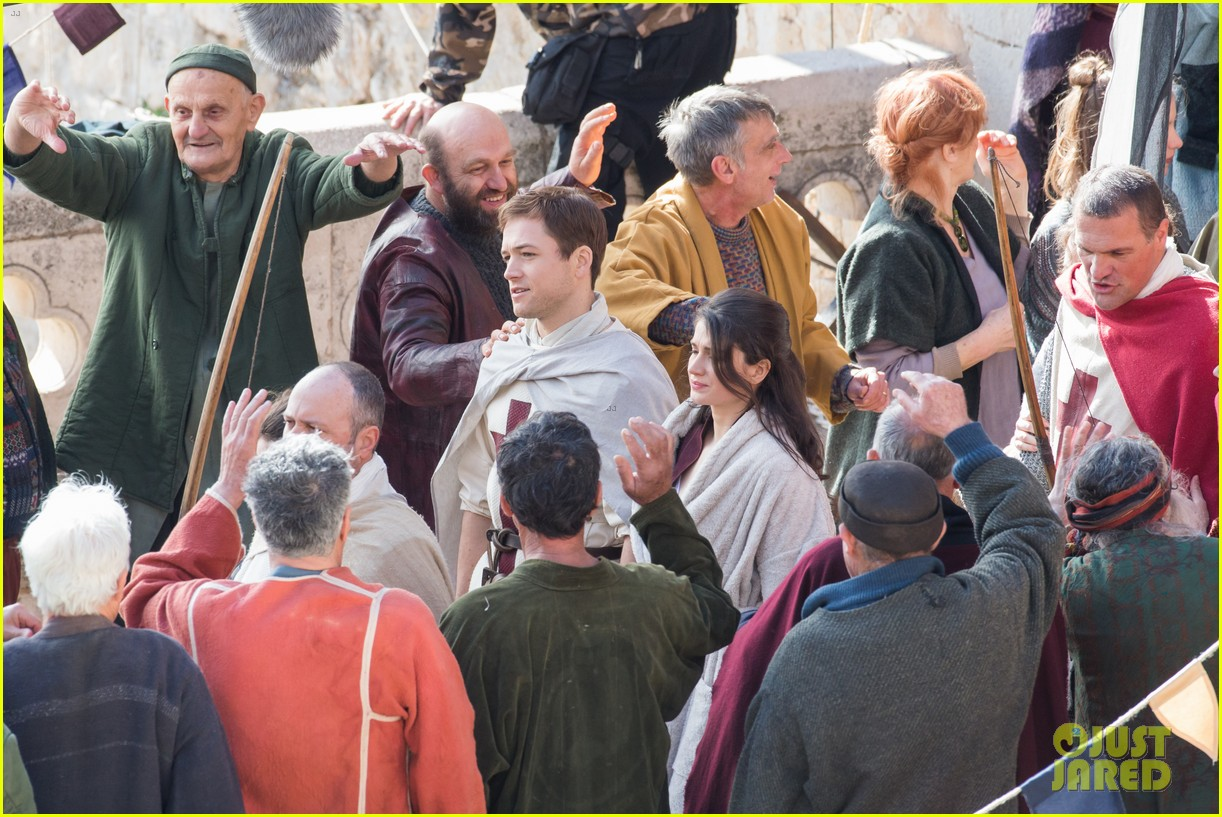 taron egerton spotted as robin hood in first set photos 393862856