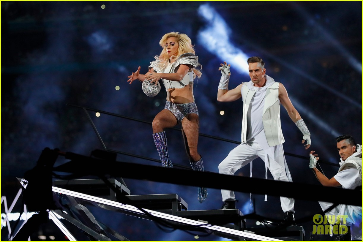 Lady Gaga Throws Her Mic Catches A Football Amp Jumps Off