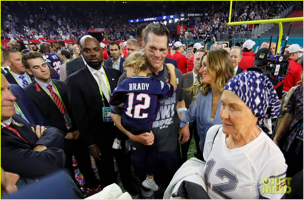 022d6e7dd53 Gisele Bundchen Drops Phone While Celebrating Super Bowl Win - Watch Now!