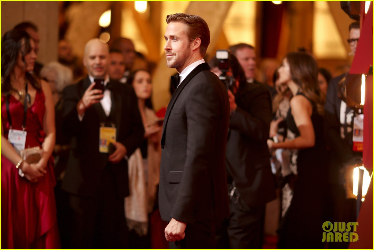 ryan gosling oscars 2017 date is his sister mandi 033867011