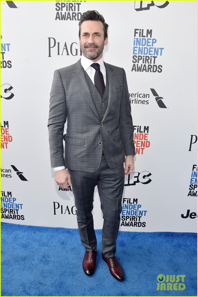 jon hamm edgar ramirez suit up for the spirit awards 2017. Black Bedroom Furniture Sets. Home Design Ideas