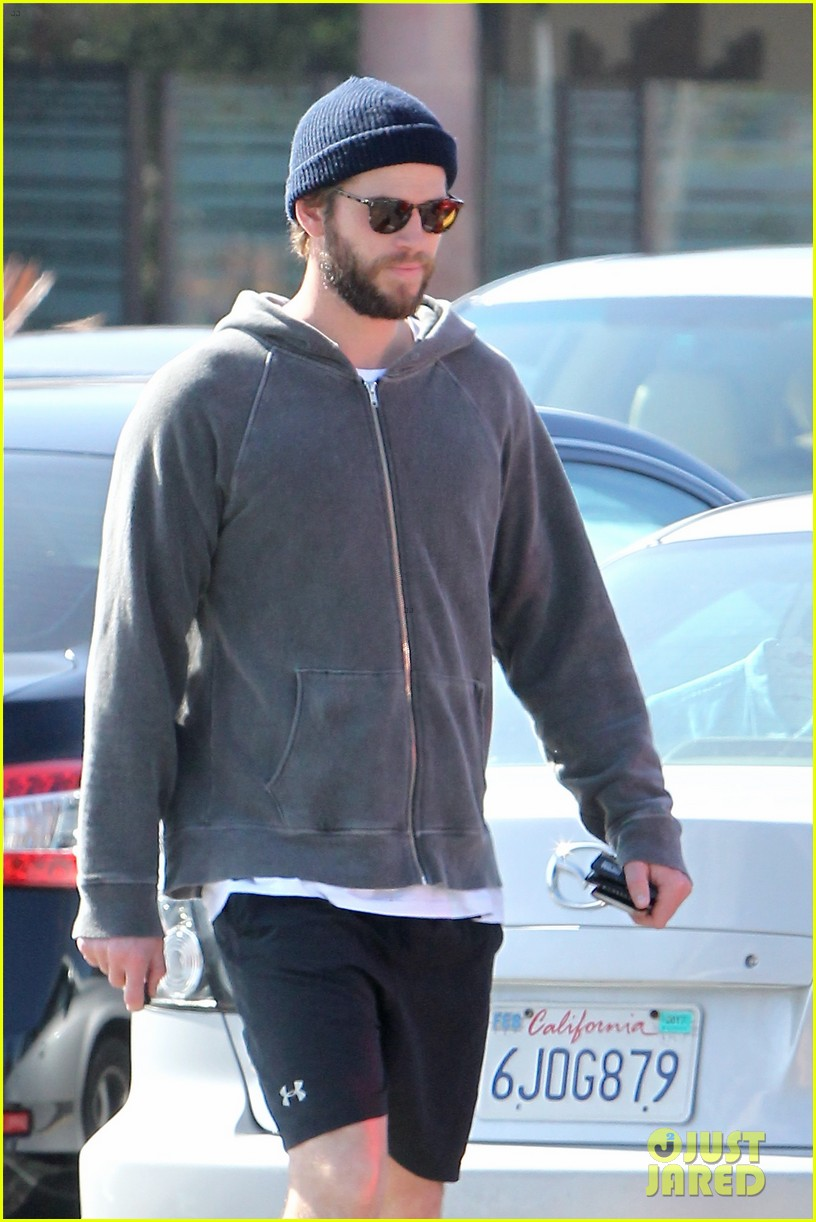 liam hemsworth shares valentines day pic with miley 023860396