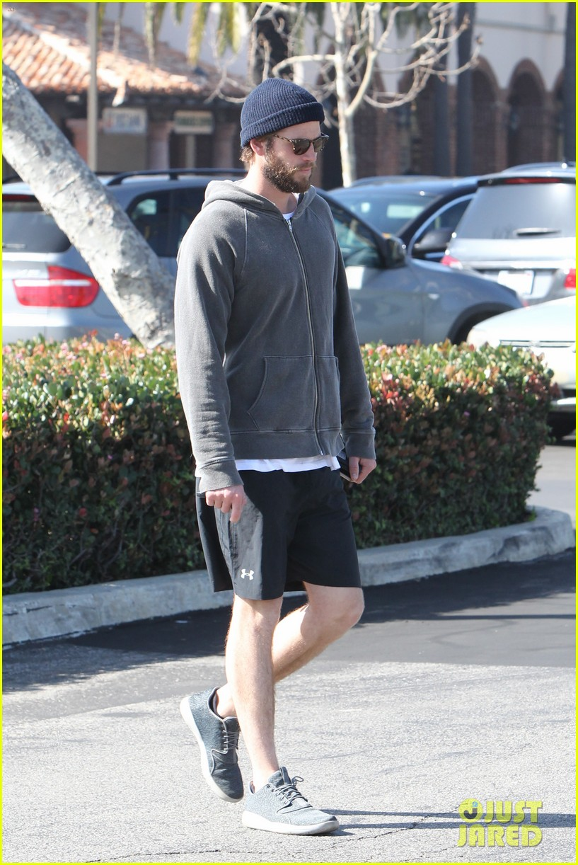 liam hemsworth shares valentines day pic with miley 033860397