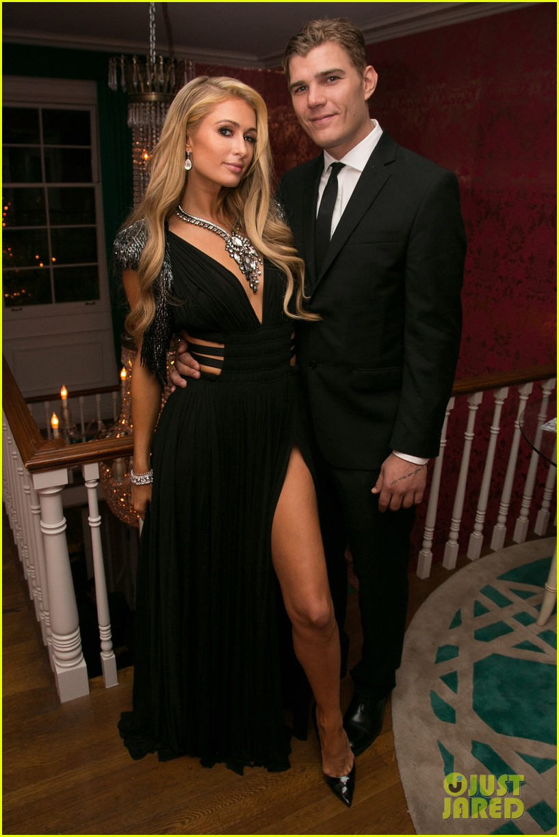 paris hilton chris zylka flaunt pda at oscars party 2017. Black Bedroom Furniture Sets. Home Design Ideas