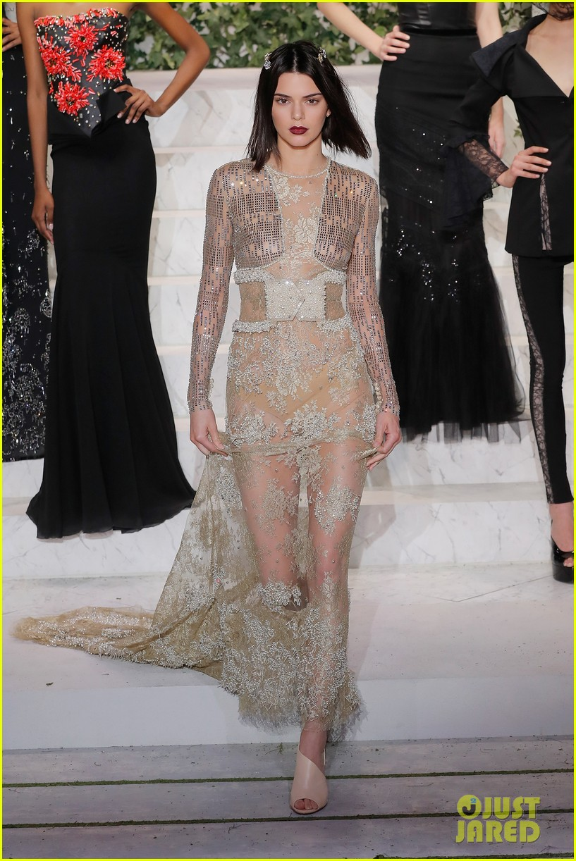 Kendall Jenner and Naomi Campbell Walked in Givenchy's MenswearShow pics