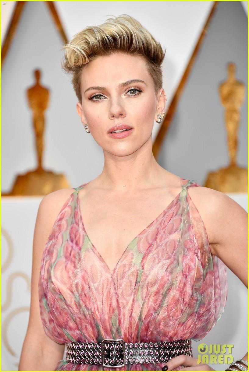 Scarlett Johansson Shows Some Skin At Oscars 2017 Photo 3866561 2017 Oscars Oscars Scarlett Johansson Pictures Just Jared