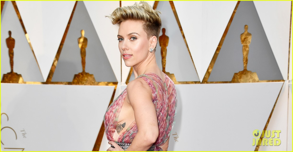 Scarlett Johansson Shows Some Skin At Oscars 2017 Photo 3866563 2017 Oscars Oscars Scarlett Johansson Pictures Just Jared
