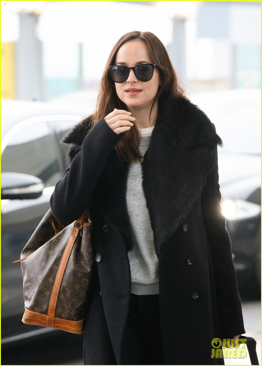 Dakota Johnson Flies O... Taylor Swift Songs