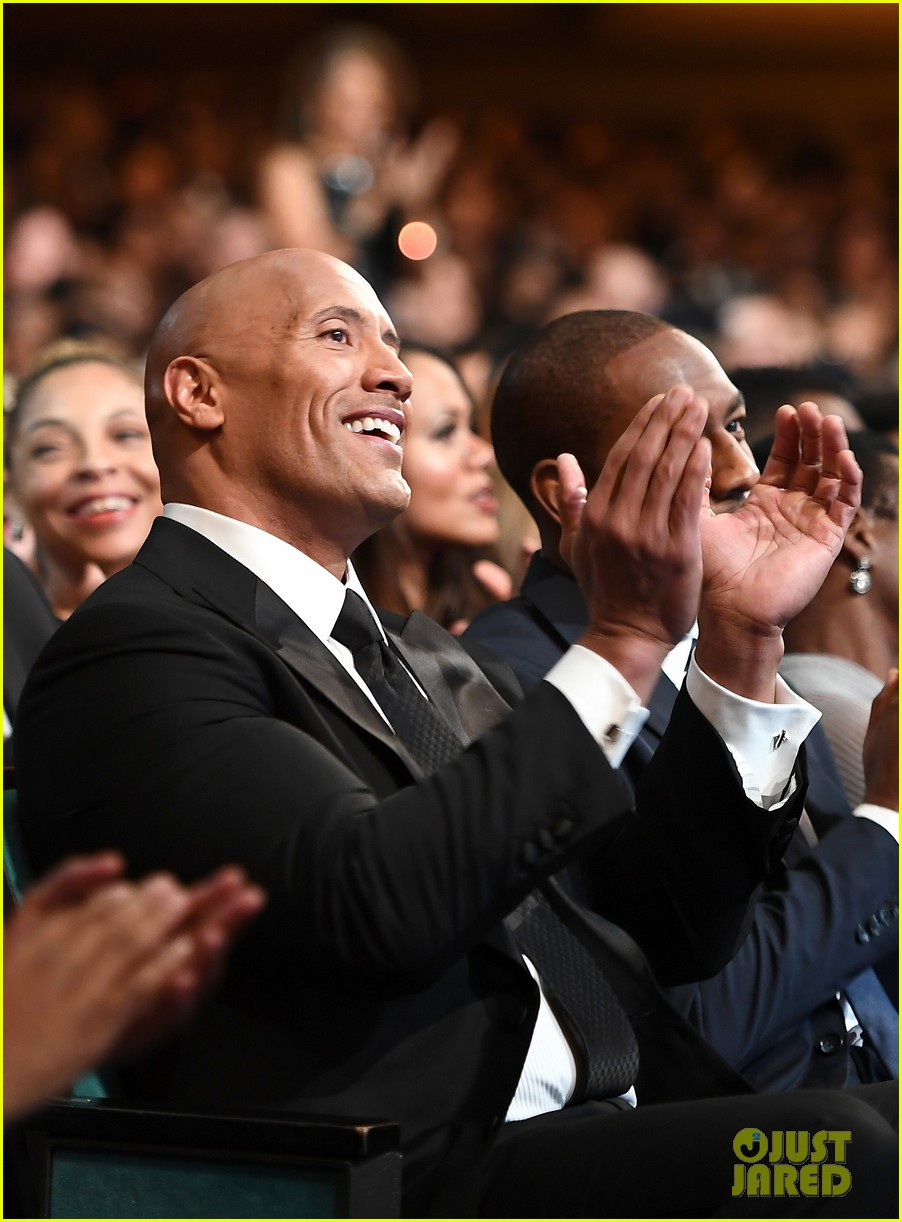 dwayne johnson wins entertainer of the year at naacp image awards 013857587