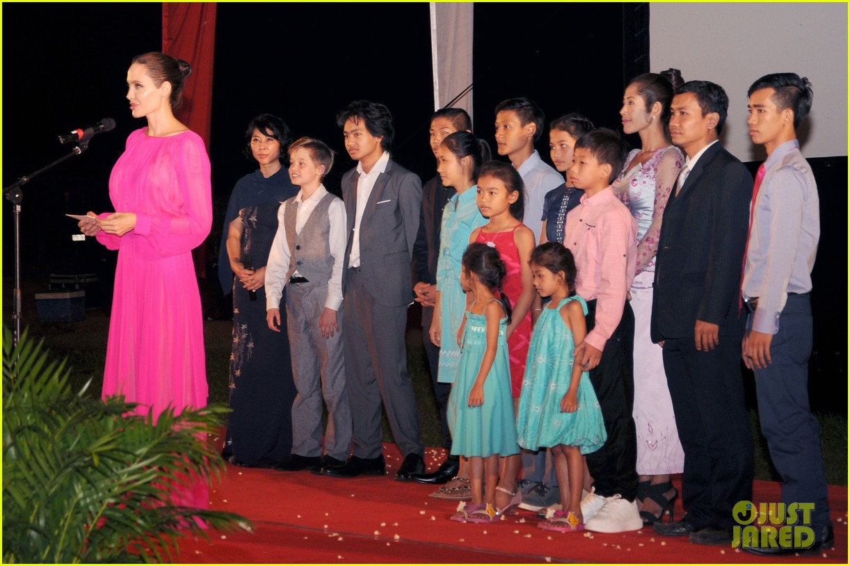 angelina jolies kids beam with pride while she speaks in cambodia 013862259