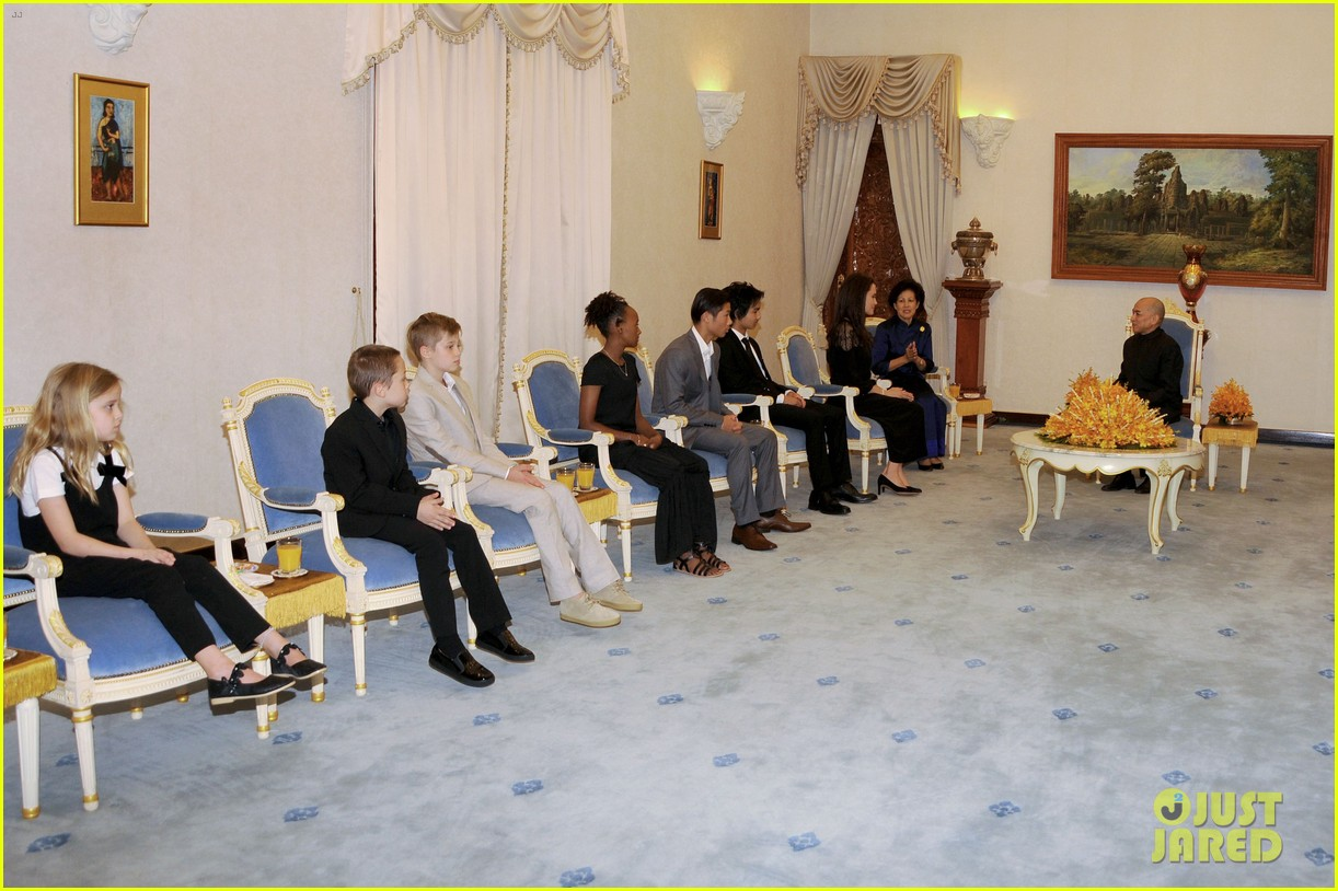 angelina jolie premieres her new movie in cambodia with all six kids 013862119