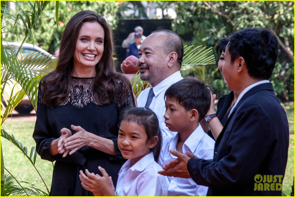 angelina jolie premieres her new movie in cambodia with all six kids 023862120