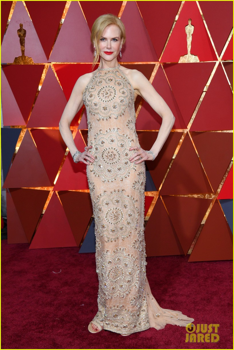 Oscars 2017 wardrobe malfunction leaves Blanca Blanco exposed.